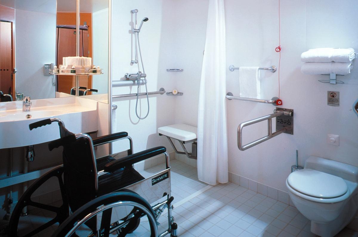 Handicap bathroom specs